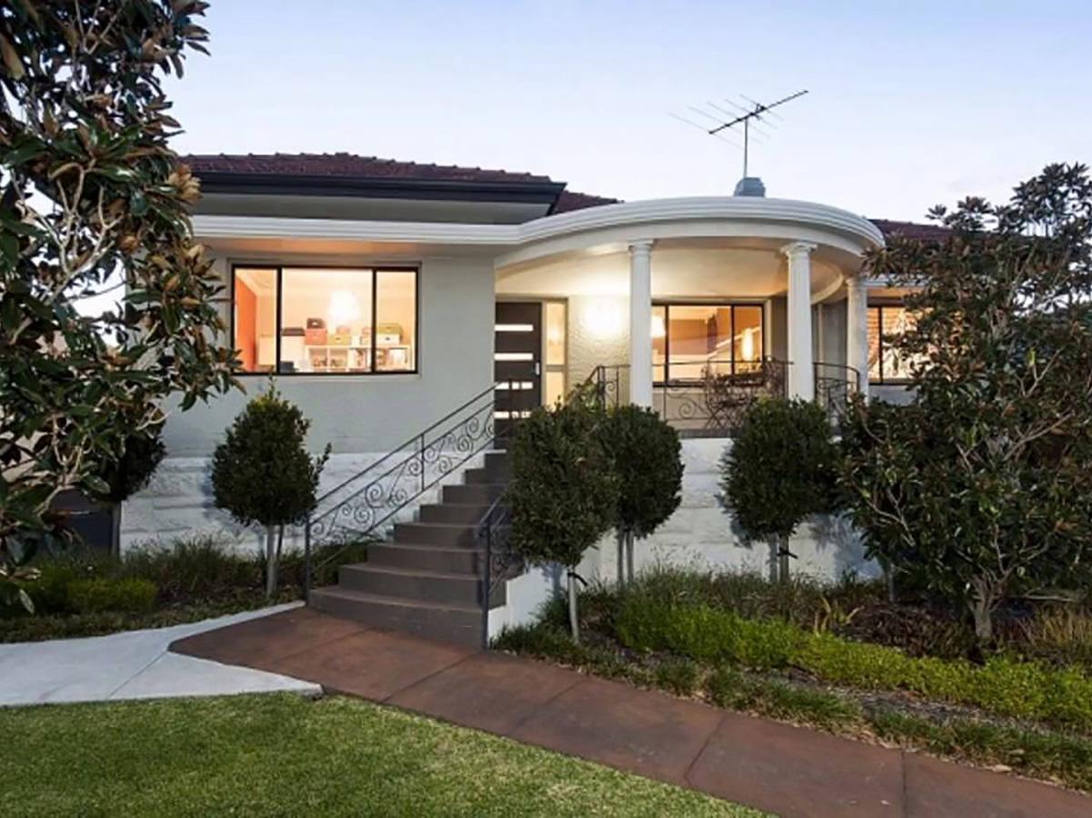 Art deco style balcony and home fascade features gold coast Australia